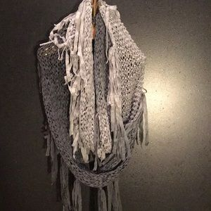 Accessories - Grey scarf